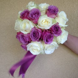 Buchete de mireasa si nasa ieftine din trandafiri albi avalanche si trandafiri cool water