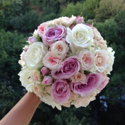 Buchete de mireasa din trandafiri si miniroze