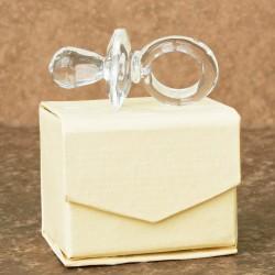 Marturii ieftine botez baieti si fete C3090: suzeta sticla – 5,5 cm – 4,5 lei/buc (inclusa in pret cutiuta crem)