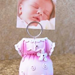 Marturii botez fata DG352: suport foto roz ieftin – 6,5 cm x 4 cm – 5 lei/buc