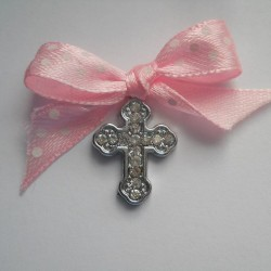 Cruciulite ieftine botez fete C022 – 2,3 lei/buc (culoarea funditei poate fi modificata in functie de preferinte si tematica aleasa)