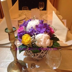Aranjamente florale nunta hortensie, tramdafiri, floarea miresei si bujori AN018 – 140 lei