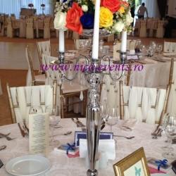 Aranjamente florale nunta pe sfesnic cu trandafiri, miniroze si waxflowers- nunta Reyna Events AN005 150 lei