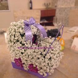 Aranjament floral pentru botez tematica carucior din floarea miresei si crizantema AN011 – 60 lei