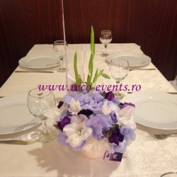 Aranjamente florale botez baietel cu hortensie si lisantius AN010 79 lei