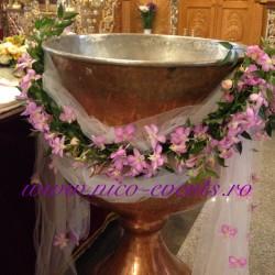 Cristelnita botez fetita cu orhidee dendrobium roz si ruscus CB002