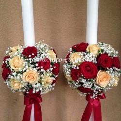 Lumanari nunta 1,2 m inaltime cu sfere de flori realizate din floarea miresei si trandafiri grena Red Naomi si Avalanche Piersicuta LN039 – 649 lei perechea