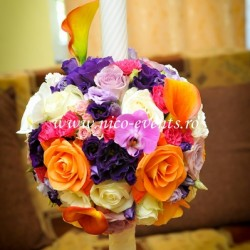 Lumanari nunta cu lisantius mov, miniroze roz pal si roz ciclam, cale portocalii si trandafiri LN037 – 899 lei/perechea