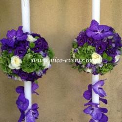 Lumanari nunta cu orhidee vanda, hortensie verde, lisantius mov, santini verde,frezii lila si trandafiri albi LN032 – 889 lei/perechea