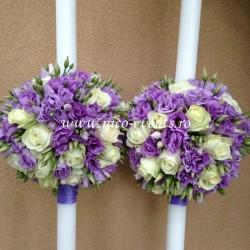 Lumanari nunta Bucuresti cu lisantius lila si trandafiri albi LN028 – 799 lei/perechea