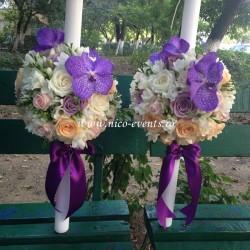 Lumanari nunta orhidee vanda mov, trandafiri lila, trandafiri roz, trandafiri piersicuta si frezii albe LN022 – 749 lei