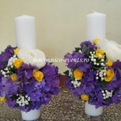 Lumanari nunta scurte cu hortensie, bouvardia, miniroze si bujori LN011 – 599 lei/perechea