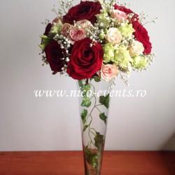 Aranjamente florale nunta cu trandafiri, miniroze, lisantius si floarea miresei AN035 – 100 lei