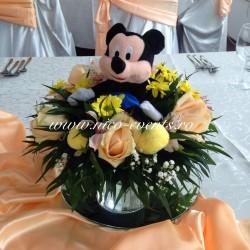 Aranjamente florale botez tematic Mickey Mouse AN030 – 52 lei cu plus returnabil; daca doriti si jucaria din plus pretul pentru aranjament va fi 70 lei