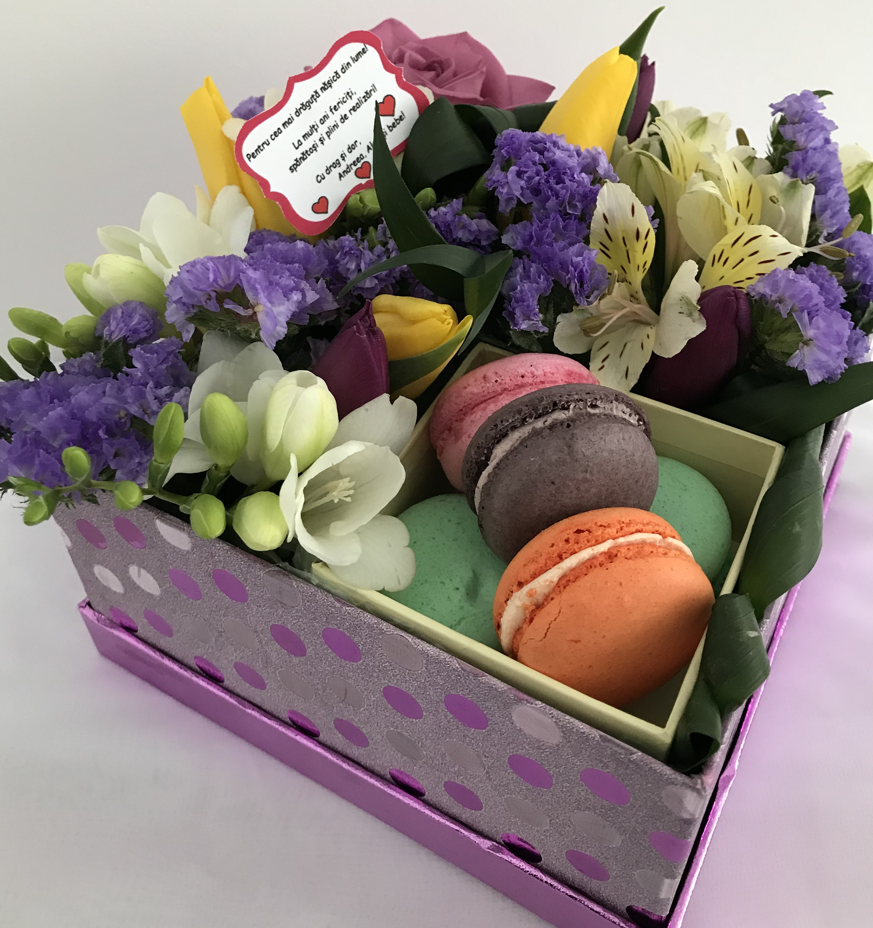 Cosuri cu flori, cadouri, buchete