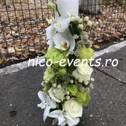 Lumanare botez baietel  cu lisantius, hypericum, orhidee phalaenopsis, astrantia si trandafiri
