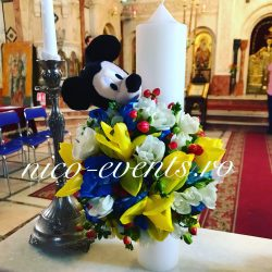 Lumanare botez baietel Mickey Mouse cu frezii, lalele si hypericum